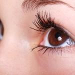 Hlouběji zasazené oči