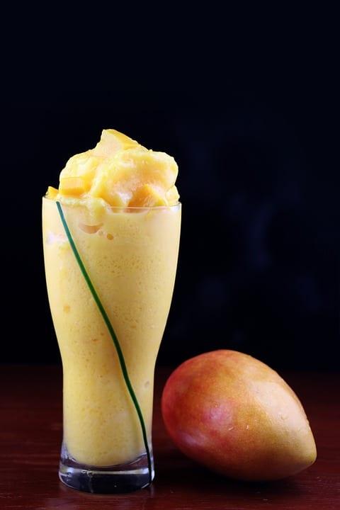 Jak se dělá mangové smoothie?