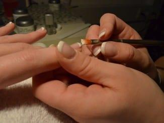 Jak si doma vyrobit manikúru z Francie?