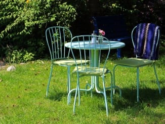 Jaké vlastnosti má kovový, plastový a ratanový zahradní nábytek?