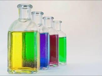 Jak vyrobit domácí pleťovou vodu?