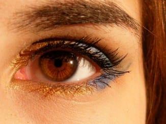 Jak se zbavit milií kolem očí?
