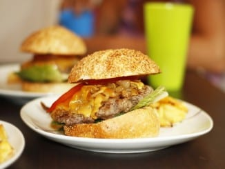 Jak udělat domácí hamburger?