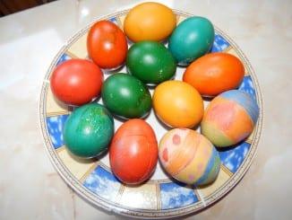 Jak obarvit velikonoční vejce přírodním barvivem?