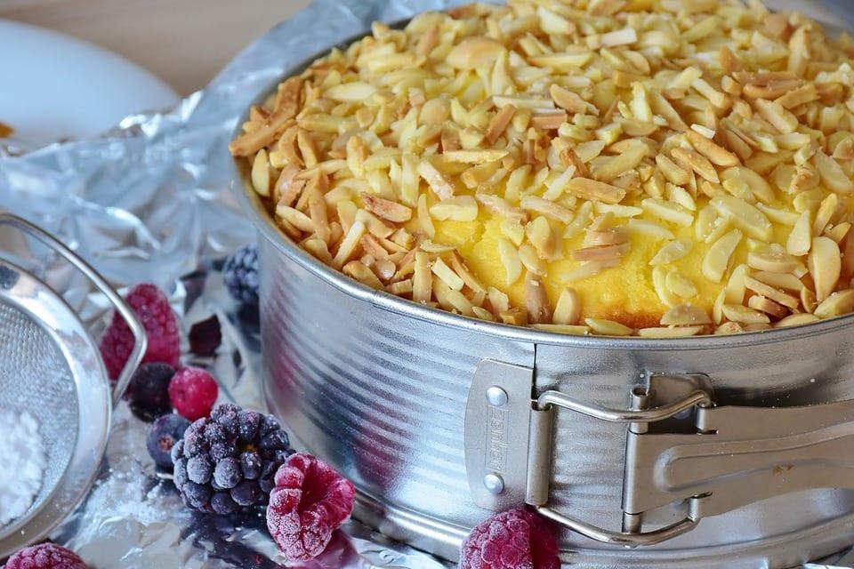 Jak udělat jablečný koláč s mandlemi?