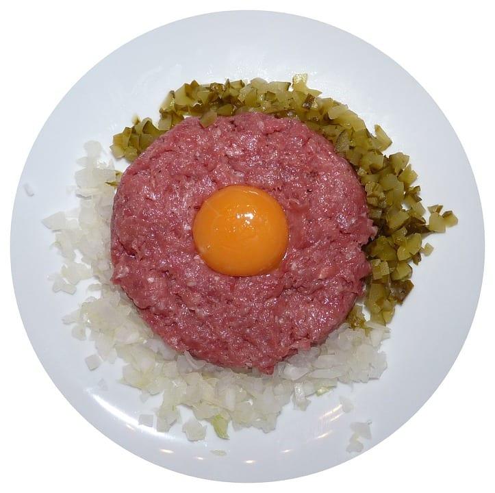 Jak udělat pikantní tatarský biftek podle Adiny Mandlové?