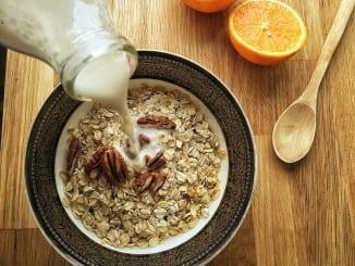Jak udělat domácí mandlové mléko?