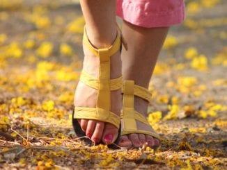 Jak na oteklé nohy v létě?