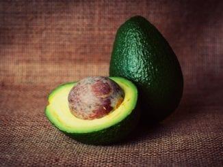 Jak udělat avokádovou pomazánku s bazalkou?