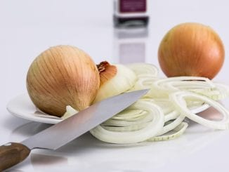 Jak udělat pikantní cibuli nasladko?
