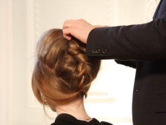 Co je příčinou padání vlasů?