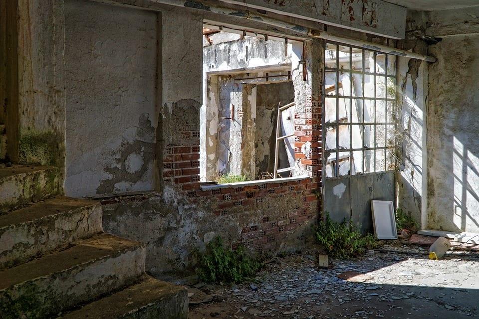 Co dělat se zchátralým domem?