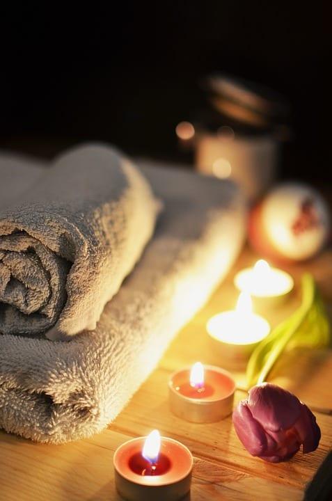 Jak na relaxační masáž pomocí svíček?