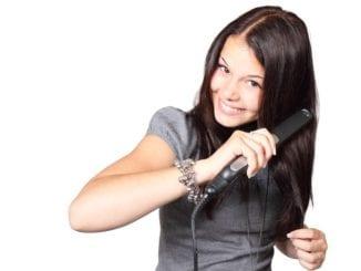 Jak si správně žehlit vlasy?