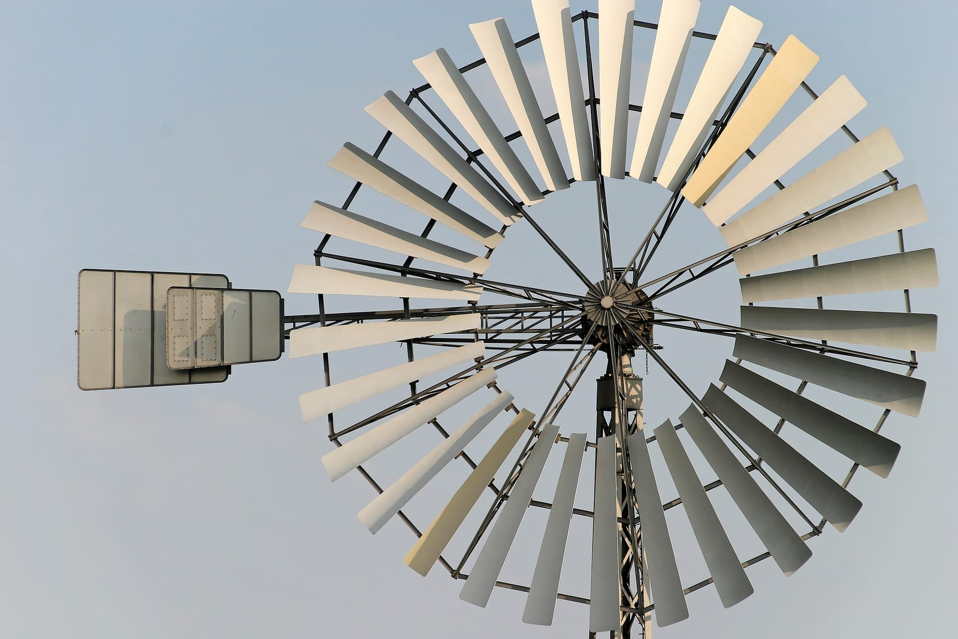 Voda, nebo vítr? Hodí se malé elektrárny do domácnosti?