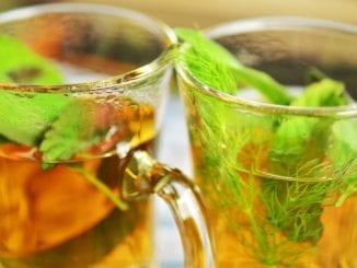 Jaké bylinné čaje pomáhají proti zadržování vody v těle?