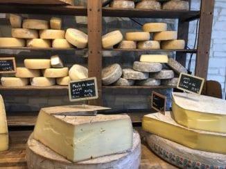 Jak připravit nakládaný balkánský sýr?