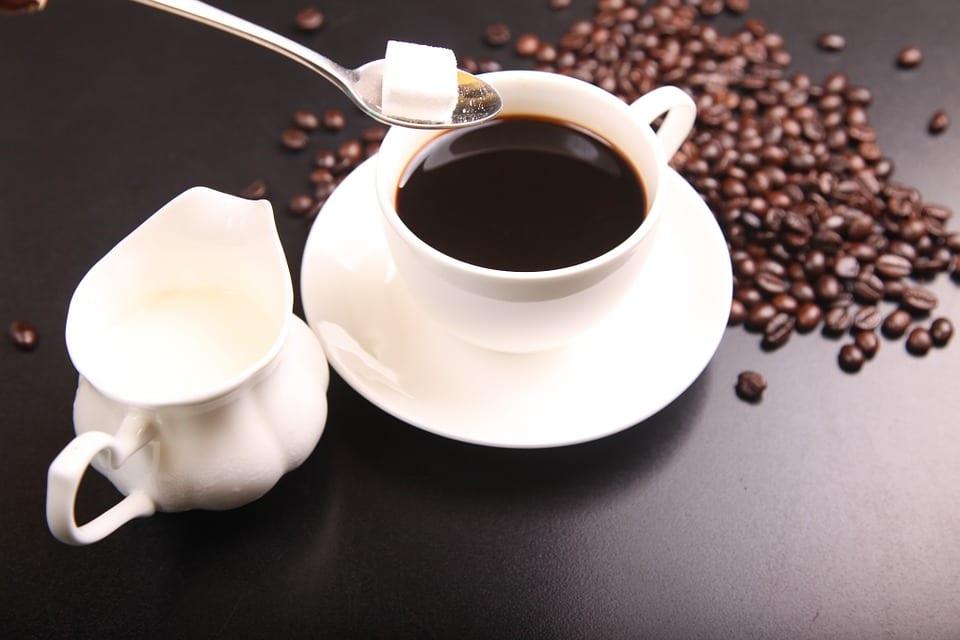 Že to bez ranního kafe prostě nejde? Velký omyl! Nehte se přesvědčit, že kofein ráno nepotřebujete