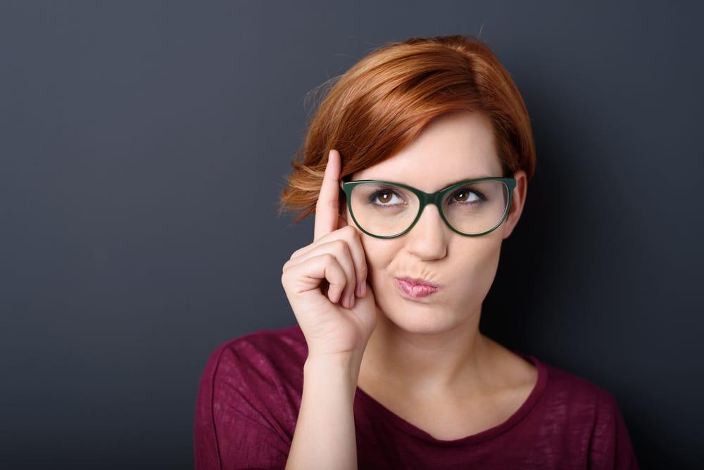 Výběr stylových brýlí: Obruba musí sedět jak fyzicky, tak i barevně