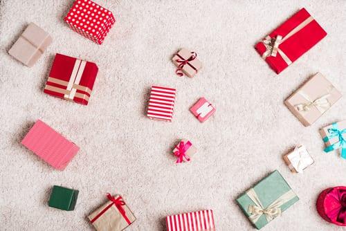 Nedostává se vám na vánoční dárky? Vydělejte na ně prodejem nepotřebných věcí