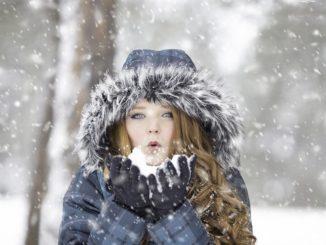 Jak se o vlasy starat v zimním období?
