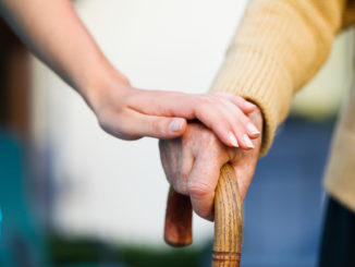 Máte ve své rodině postiženého demencí či Alzheimerovou chorobou? Dopřejte mu potřebnou péči!