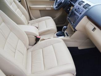 Jak správně vybrat potahy a nášlapy do auta