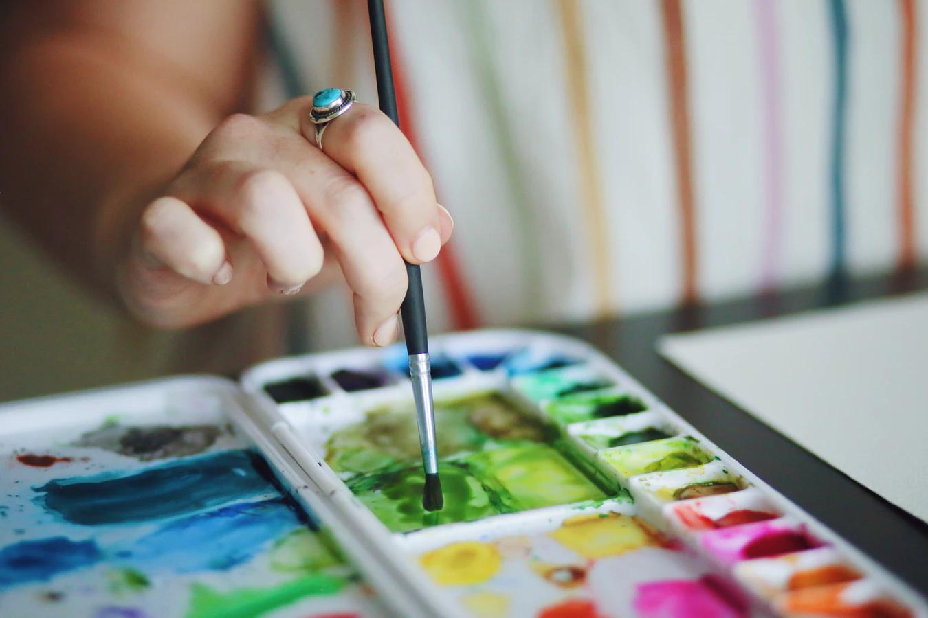 Jak vybrat akrylové barvy? Dávejte pozor na značky na obalu