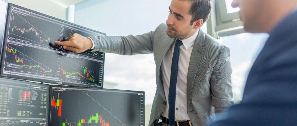 Investování do akcií pro začátečníky: Kam se vyplatí vložit své úspory?