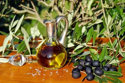 7 důvodů, proč si dát každé ráno lžíci olivového oleje